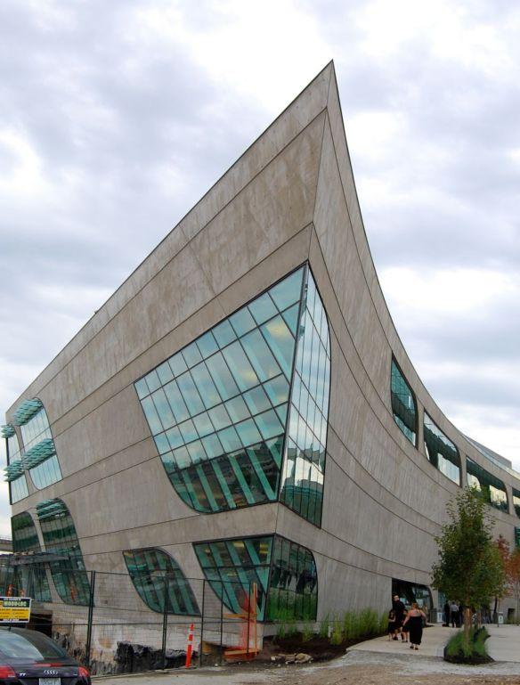 සරේ මහජන පුස්තකාලය (Surrey City Center Library)
